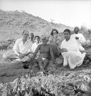14.-a.-Bhagwan-with-devotees.jpg